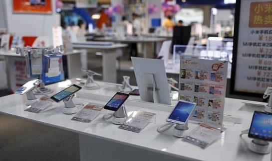 Продажи смартфонов в Китае упали до шестилетнего минимума