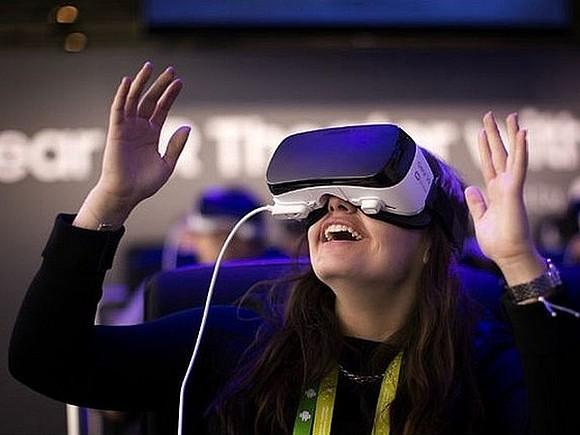 Луч света в темном VR-царстве: продажи гарнитур падают, но вырастут