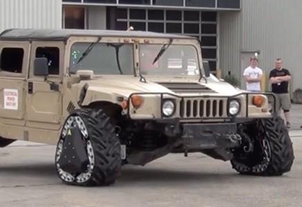 От колеса к гусеницам: Humvee будет шустрее передвигаться по бездорожью