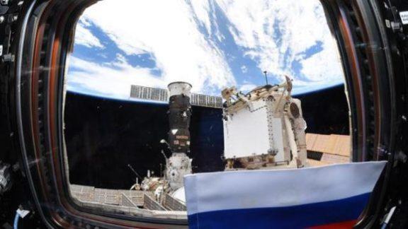 Экипаж 65-й миссии на МКС начал отработку выходов в космос